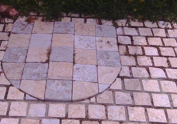 Hrvatski grb u Hrvatskom Grobu