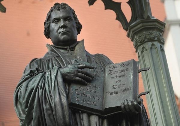 """Novo ruho Martina Luthera – od heretika do """"svjedoka evanđelja"""" i """"učitelja vjere"""""""