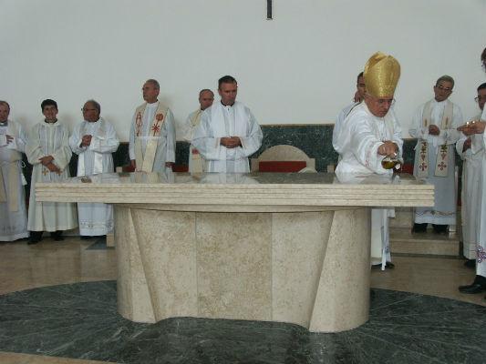 Oltar – stol Gospodnji i žrtvenik