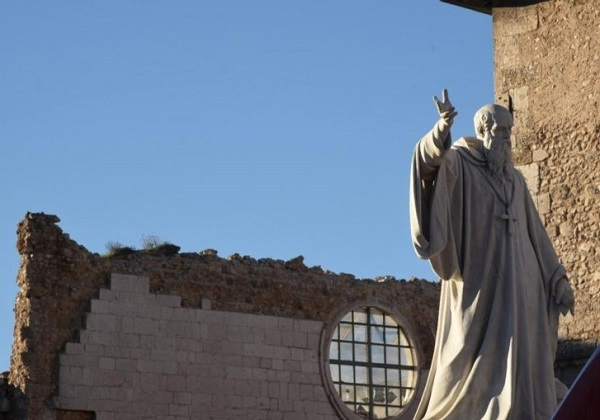Bič trešnje i sveti Benedikt