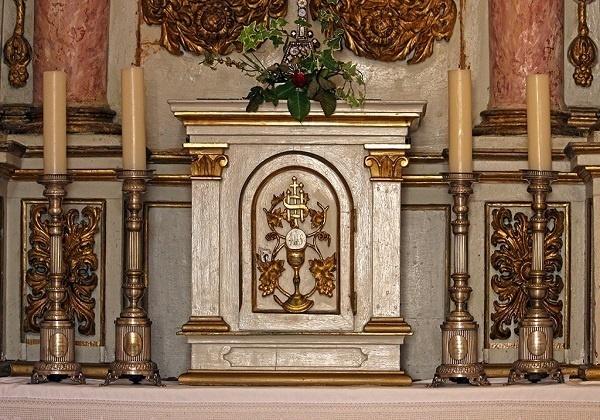 Pred našim Gospodinom na oltaru