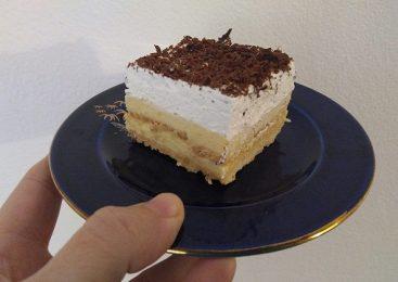 Kolač s petit keksom i puding kremom
