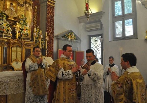 Euharistijsko slavlje prema Misalu iz 1962. i Misalu iz 2002. (11. dio)