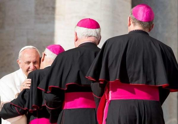 Odreknuće i odstupanje biskupa sa službe