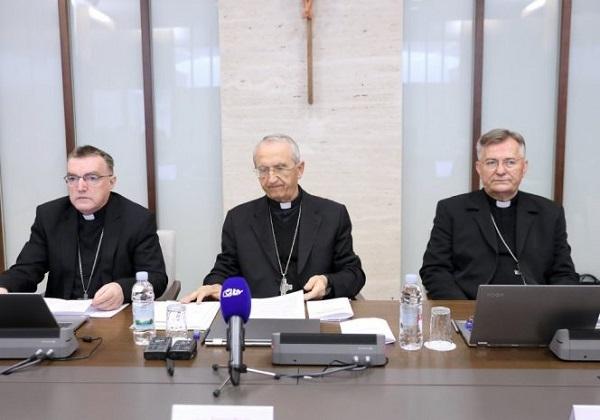 Propitivanje opravdanosti odredaba biskupa HBK o otkazivanju svetih Misa s narodom i podjeljivanja sakramenata