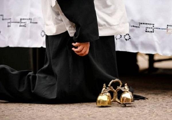 """(Ne)klečanje na svetoj Misi tijekom molitve """"Jaganjče Božji"""""""