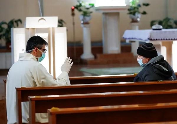 Nove mjere Stožera civilne zaštite o sudjelovanju samo 25 osoba na svetoj Misi i njihova (ne)obvezatnost za vjernike