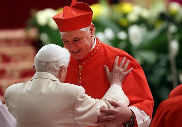 Ratzinger-Sarahov refleks i unutarcrkveni teror mainstream medija