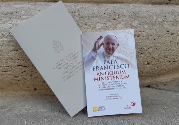 """Apostolsko pismo u obliku motuproprija Vrhovnog svećenika Franje """"Antiquum ministerium"""" kojim se uspostavlja služba katehete"""
